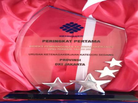 Pemprov DKI Raih Penghargaan Terbaik Nasional Indeks Pembangunan Ketenagakerjaan 2020