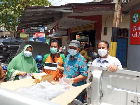 Sudin LH Jaktim Berikan Apresiasi pada 30 Bank Sampah Berprestasi