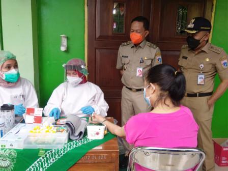 Plt Walkot Jaksel Monitoring Vaksinasi Lansia di Mampang Prapatan