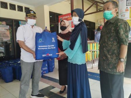 89 Paket Bantuan Spesifik Perempuan dan Anak Didistribusikan di Jaksel