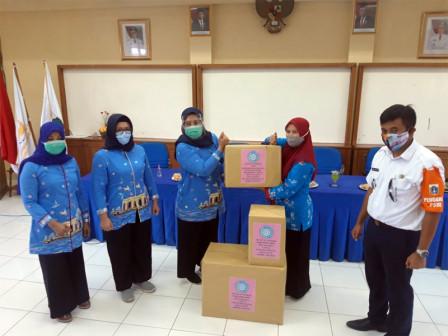 TP PKK Kabupaten Distribusikan Masker Kain di Kepulauan Seribu Selatan