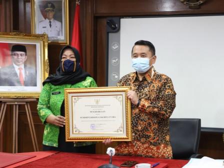 Pemkot Jakut Terima Penghargaan Kota Peduli HAM