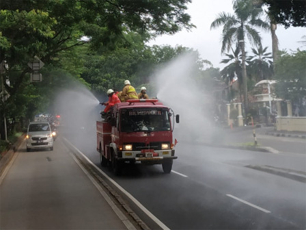 Disinfectant Sprayed to Five Roads in Mampang Prapatan
