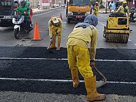 1,338 Damaged Road Points in North Jakarta Repaired in January-August Period