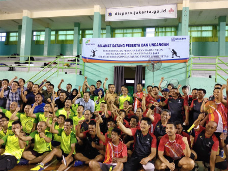 Pasar Induk Kramat Jati Gelar Pertandingan Badminton