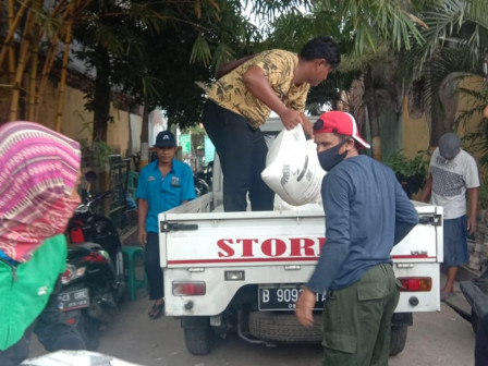 COVID-19, 3,755 Packages of 25-kg Rice Delivered to Marunda Residents