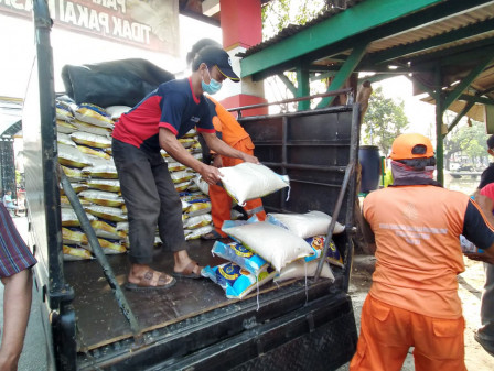 12.224 Warga Cakung Timur Terima Bansos dari DKI
