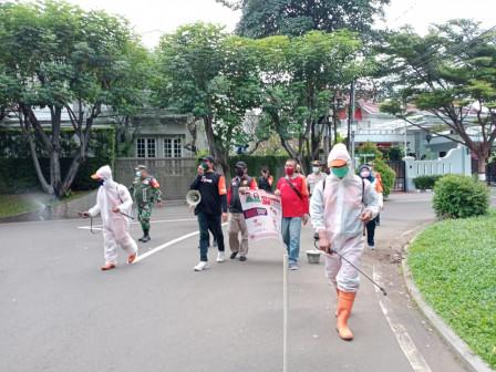 Kelurahan Selong dan Warga Sosialisakan PPKM Mikro