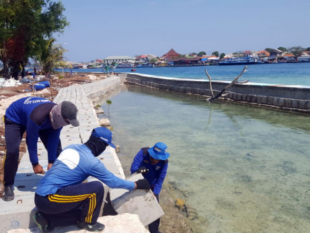 Eleven Breakwater Embankments on Residential Islands Installed