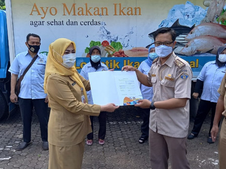 Five Tons of Fresh Fish Distributed to North Jakarta