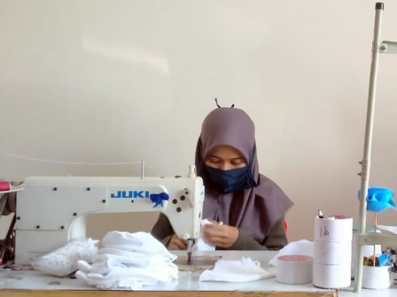 53 Tailors in South Jakarta Produce 38,394 Cloth Masks