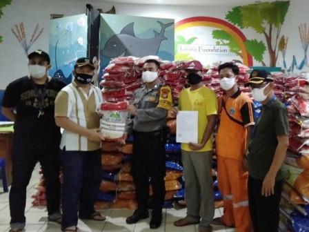 COVID-19, Gandaria Selatan Receives 34,750 Sacks of Rice