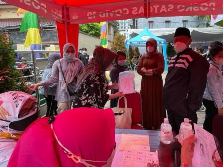 300 Warga Divaksin COVID-19 Dosis Pertama di Masjid Al-Istikmal