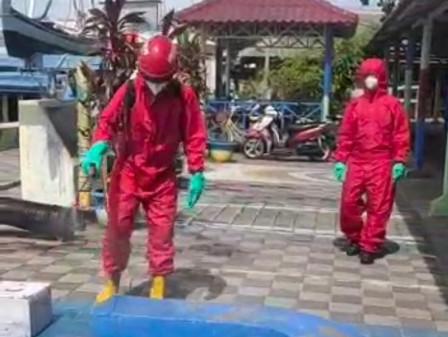 Jalan Dermaga Utama Pulau Kelapa Didisinfektan
