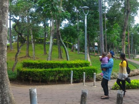 Nikmatnya Bersantai di Taman Spatodhea Jagakarsa