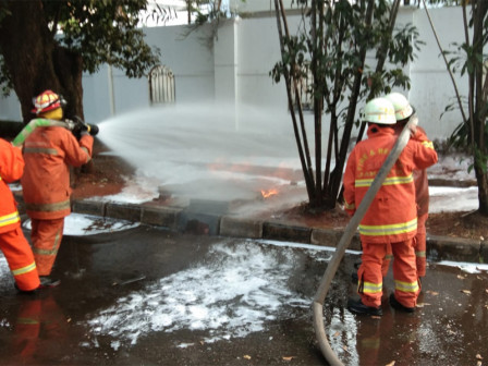 Fire Caused By Gas Pipeline Leakage on Jl. Latuharhari Extinguished