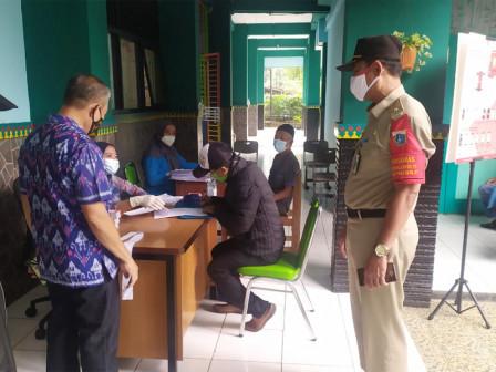 871 Warga Menerima BST di Kelurahan Cilangkap