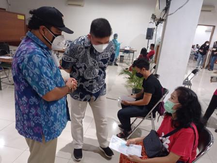 Warga DKI Manfaatkan Mobile Vaksin Keliling di GKJ Rawamangun