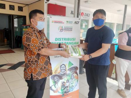 Kecamatan Kebayoran Lama Terima Bantuan Beras dan Air Mineral