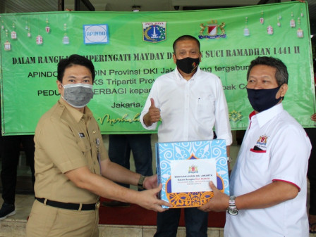 Jakarta Tripartit Distributes 400 Food Packages to Workers