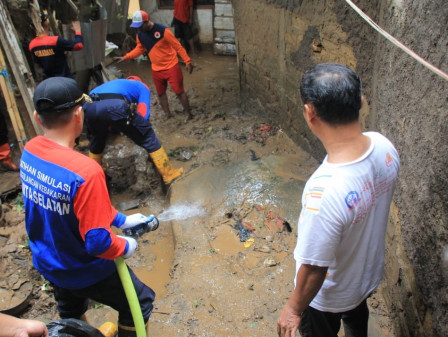 South Jakarta Government and Locals Clean Up Settlements in Pengadegan