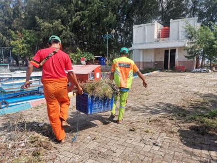 Tiga Kubik Sampah Berhasil Diangkut dari Dermaga Plaza Pulau Pramuka