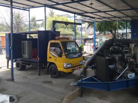 West Jakarta SDA Prepares Hundreds Pumps in Anticipating Flood