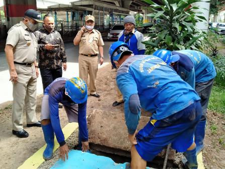 East Mayor Monitors 39 Infiltration Wells Development on Jalan DI Panjaitan