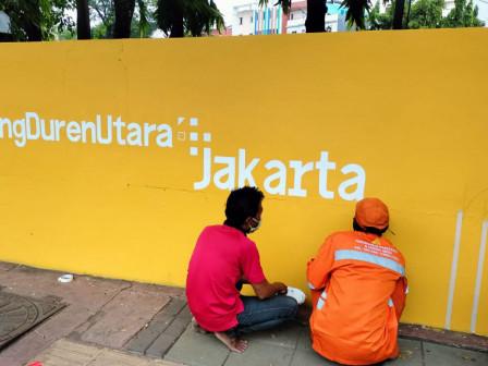 Dua Titik Ruas Jalan di Tanjung Duren Utara di Mural