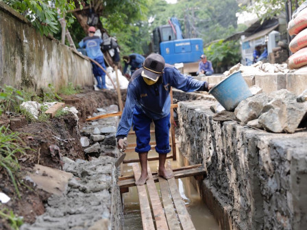 Drainage Construction on Jalan Pasar Baru Timur Continued