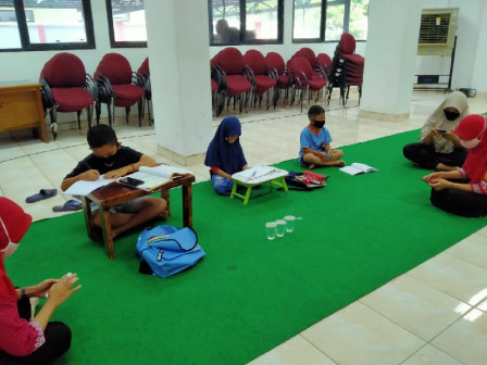 Students can Study and Use JakWIFI at Pasar Rebo Sub-district Office
