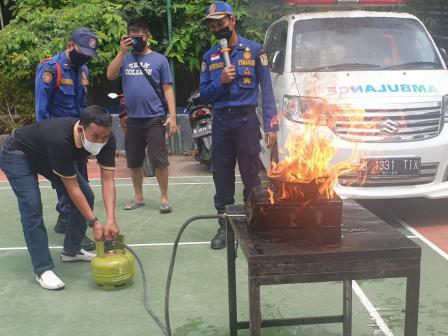 Gulkarmat Jaktim Bentuk SKKL dan Berikan Pelatihan di RW 02 Kelurahan Baru