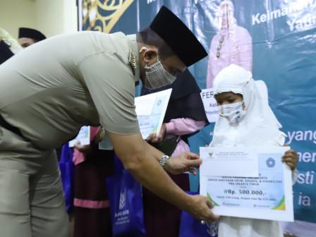 Wali Kota Jaktim Serahkan Santunan Anak Yatim/Piatu