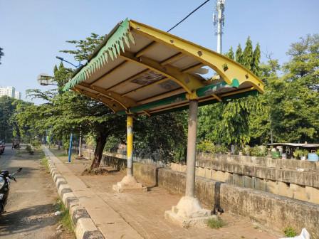 Sudin Bina Marga Jakpus Perbaiki Halte di Jalan Suprapto