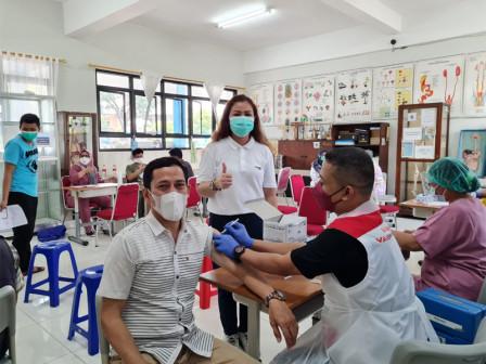 Layanan Vaksinasi di SMN 51 Pondok Bambu Sasar 600 Warga
