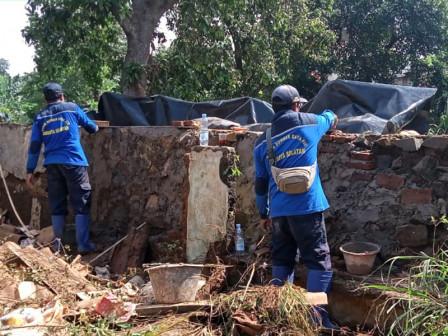 Sudin SDA Jaksel Tuntaskan Perbaikan Tanggul Kali Pesanggrahan
