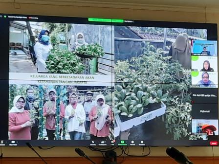 Puluhan Kader PKK DKI Ikut Pelatihan Bertani Secara Virtual