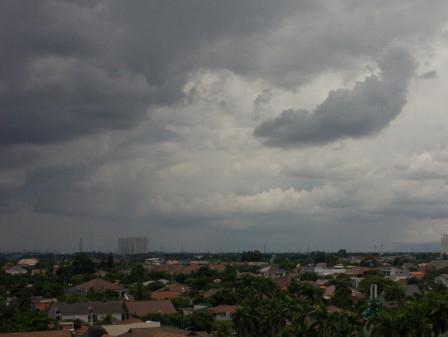 Hujan Akan Mengguyur Jakarta Pada Siang Hingga Malam Hari