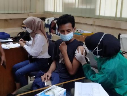 120 Warga Nikmati Layanan Vaksin Mobil Keliling di Kelurahan Klender