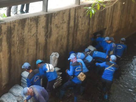 250 Personil Dikerahkan Grebek Lumpur di Grogol
