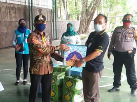 15,924 Social Aid Packages Delivered to Mampang Prapatan People