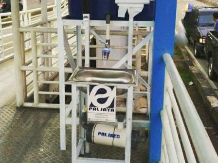 PAL Jaya Installs Portable Sinks at Five Transjakarta Bus Stops