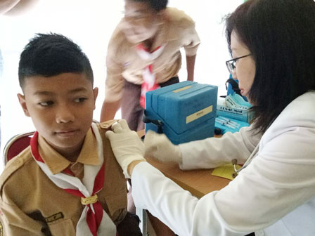 844 Students of SMPN 122 Got Anti-Diphtheria Vaccination