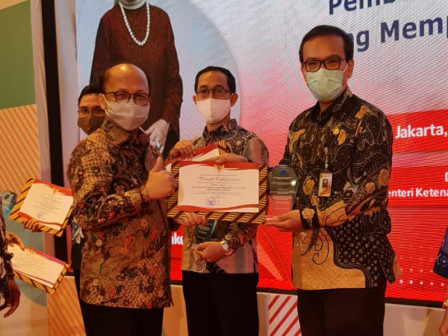 Nakertrans Receives Award for Actively Distributing Job to People with Disabilities