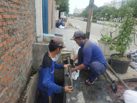 Saluran Air di Jl. Griya Pratama Raya Dikuras