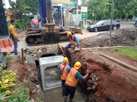 Phb Channel Construction on Jl. Mayjen Soetoyo Touches 74.58 Percent