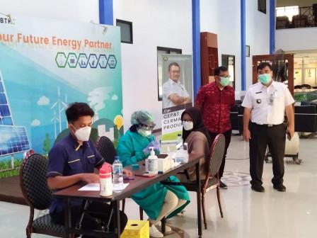 100 Warga Ditargetkan vaksin Setiap Hari di PPSDM KEBTKE Ciracas