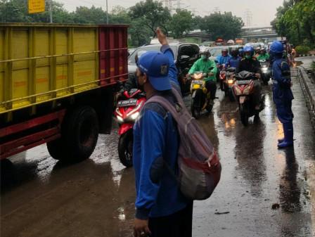 25 Personel Gabungan Atasi Genangan di Jl DI Panjaitan