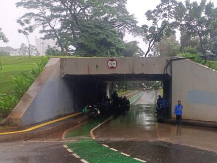 Genangan di Jl Gatot Subroto dan Underpass Semanggi Berangsur Surut