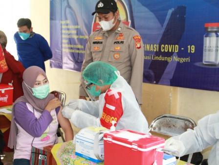 166 Warga Kelurahan Pulau Panggang Antusias Ikuti Vaksin Massal Covid-19